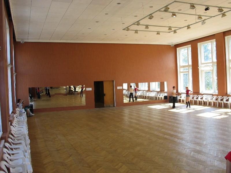 Паркетный пол для сота и танцев