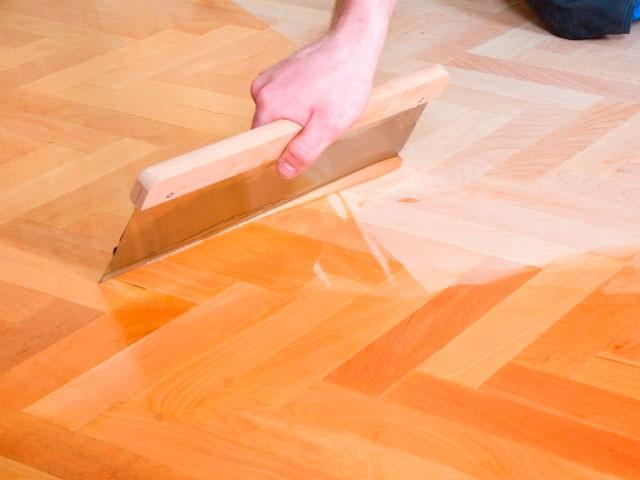 Профессиональная финишная отделка деревянных напольных покрытий лаком и маслом